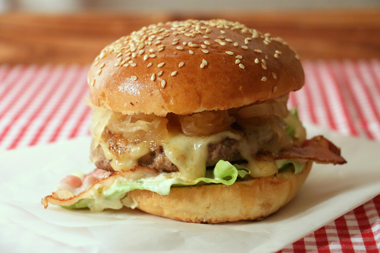 sauerkraut burger im street food style rezepte in luzern ron orp. Black Bedroom Furniture Sets. Home Design Ideas