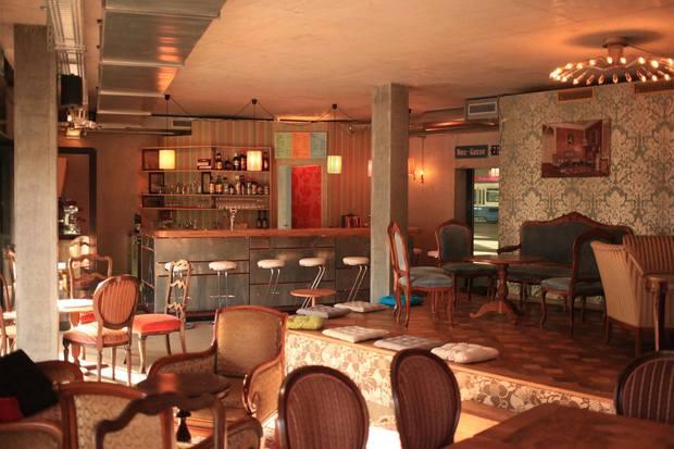 Wohnzimmerbar bars kneipen in z rich ron orp for Bar im wohnzimmer